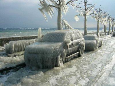 寒すぎると自動車も凍りつく!つらら自動車